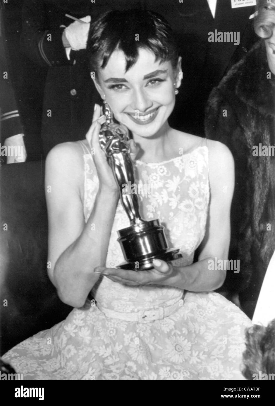 Audrey Hepburn with her Academy Award for ROMAN HOLIDAY, 1954. Courtesy: CSU Archives / Everett Collection - Stock Image