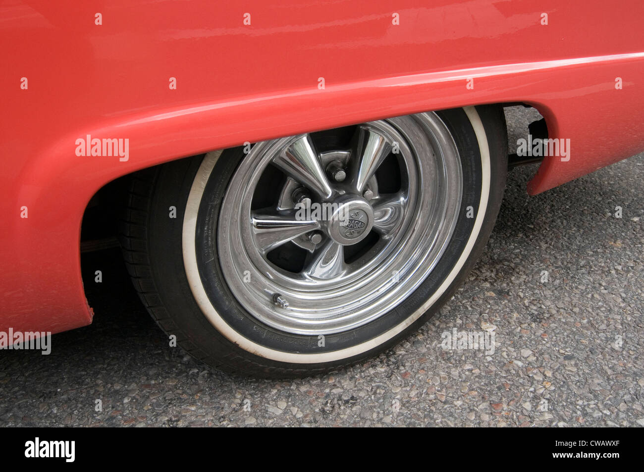 crager five spoke mag wheels wheel chrome custom car cars aftermarket classic white walled walls whitewall whitewalls - Stock Image