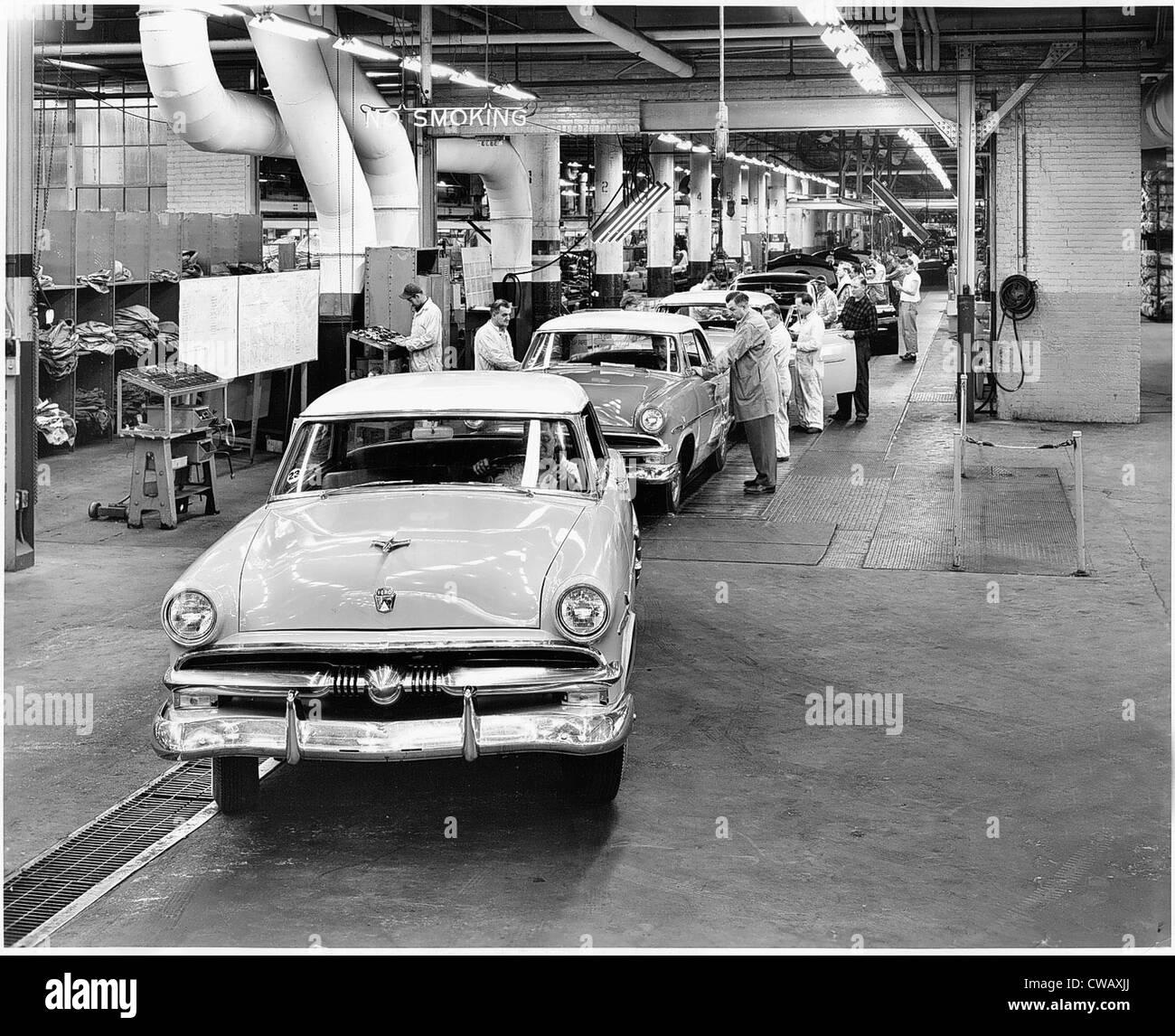 EV1606 - QUALITY CHECKS. Courtesy: CSU Archives / Everett Collection - Stock Image