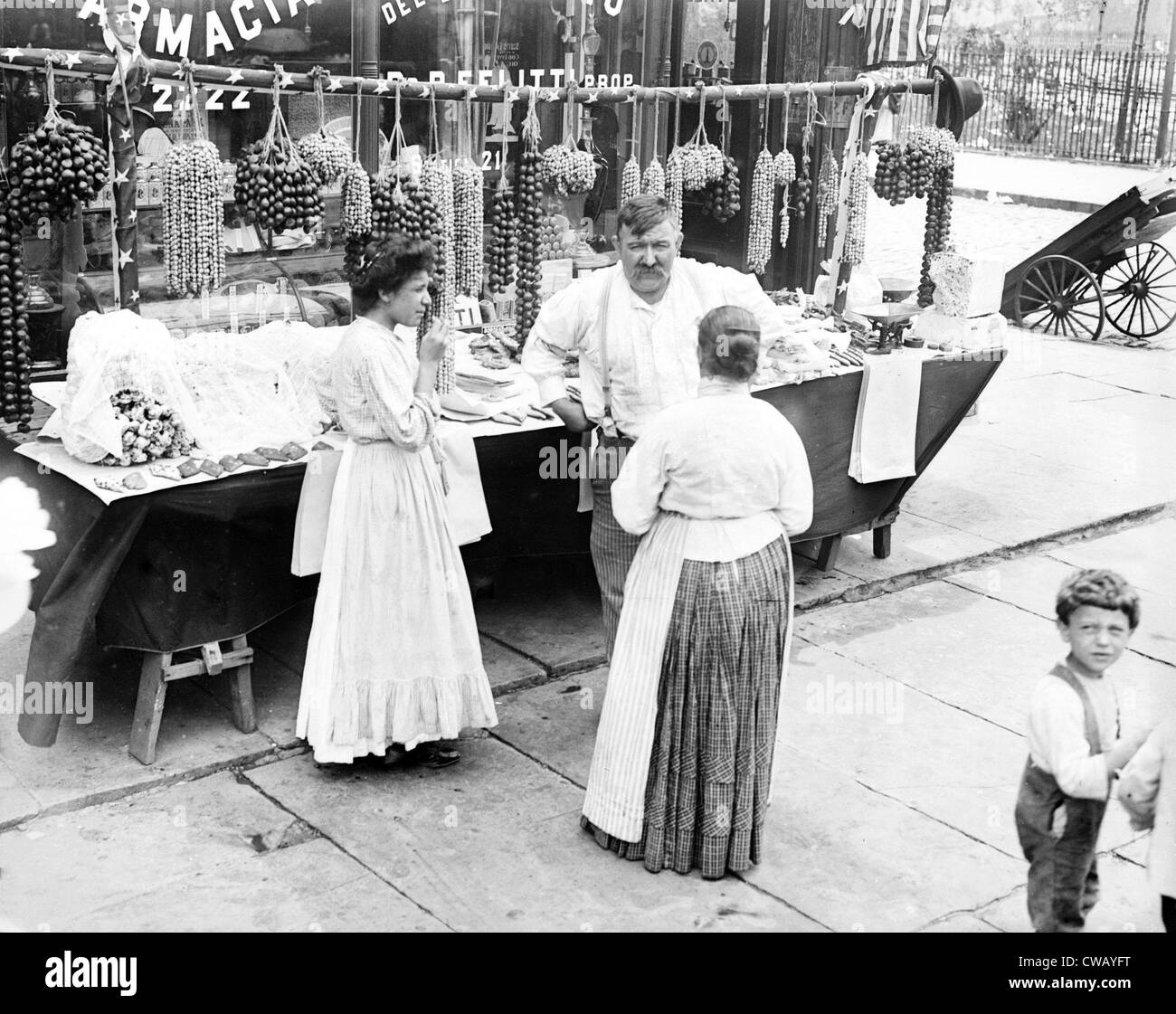 Little Italy - vendor with wares displayed during a festival, New York, ca. 1930s - Stock Image