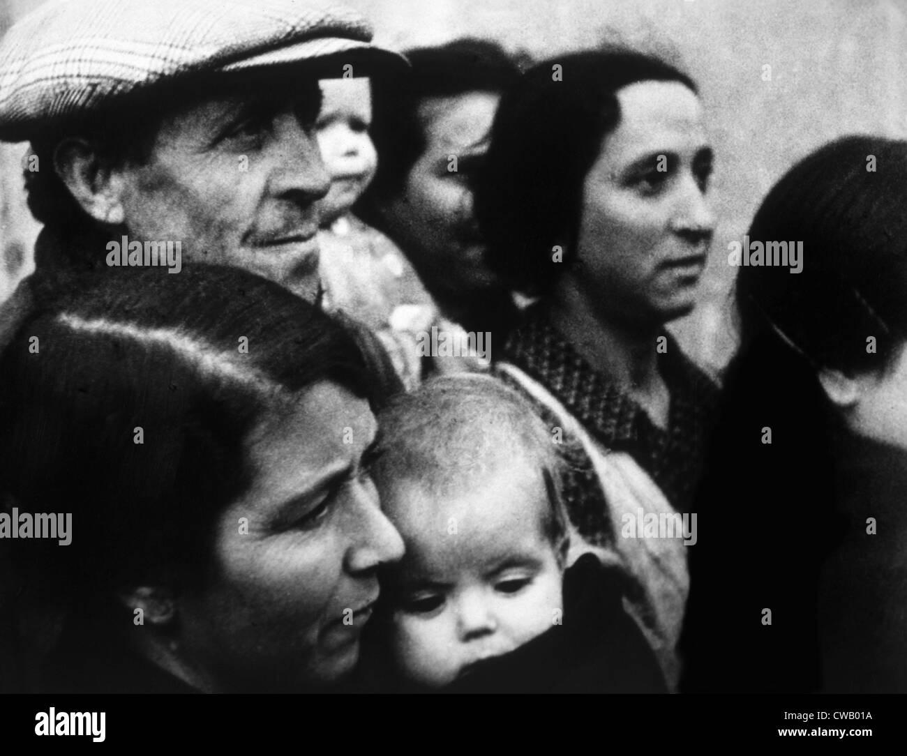 Spanish Civil War (1936-1939), civilians in Madrid, 1937. - Stock Image