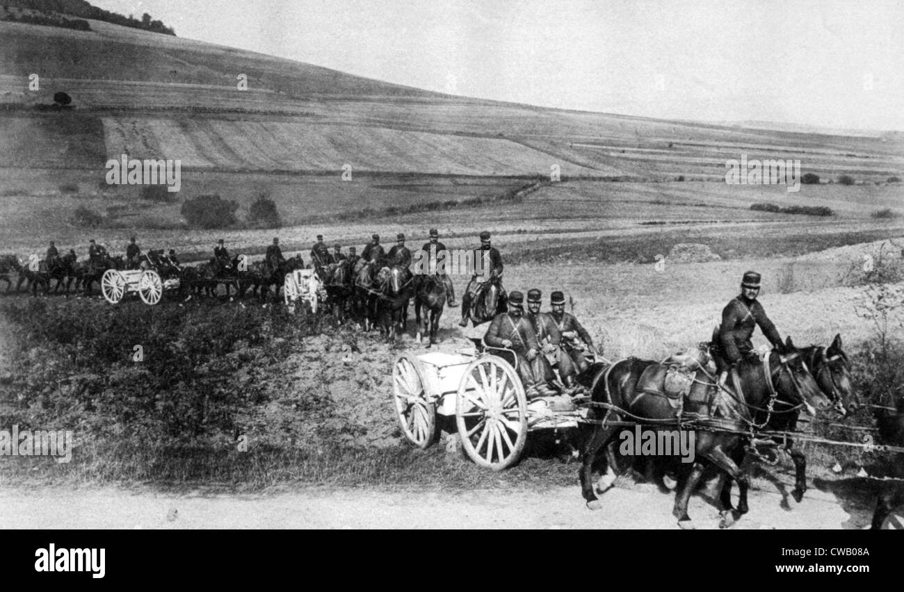 World War I, a battery of French artillery going into position, 1915 - Stock Image