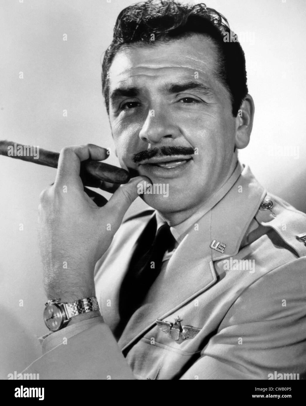 WAKE ME WHEN IT'S OVER, Ernie Kovacs, 1960, TM & Copyright (c) 20th Century Fox Film Corp./courtesy Everett - Stock Image