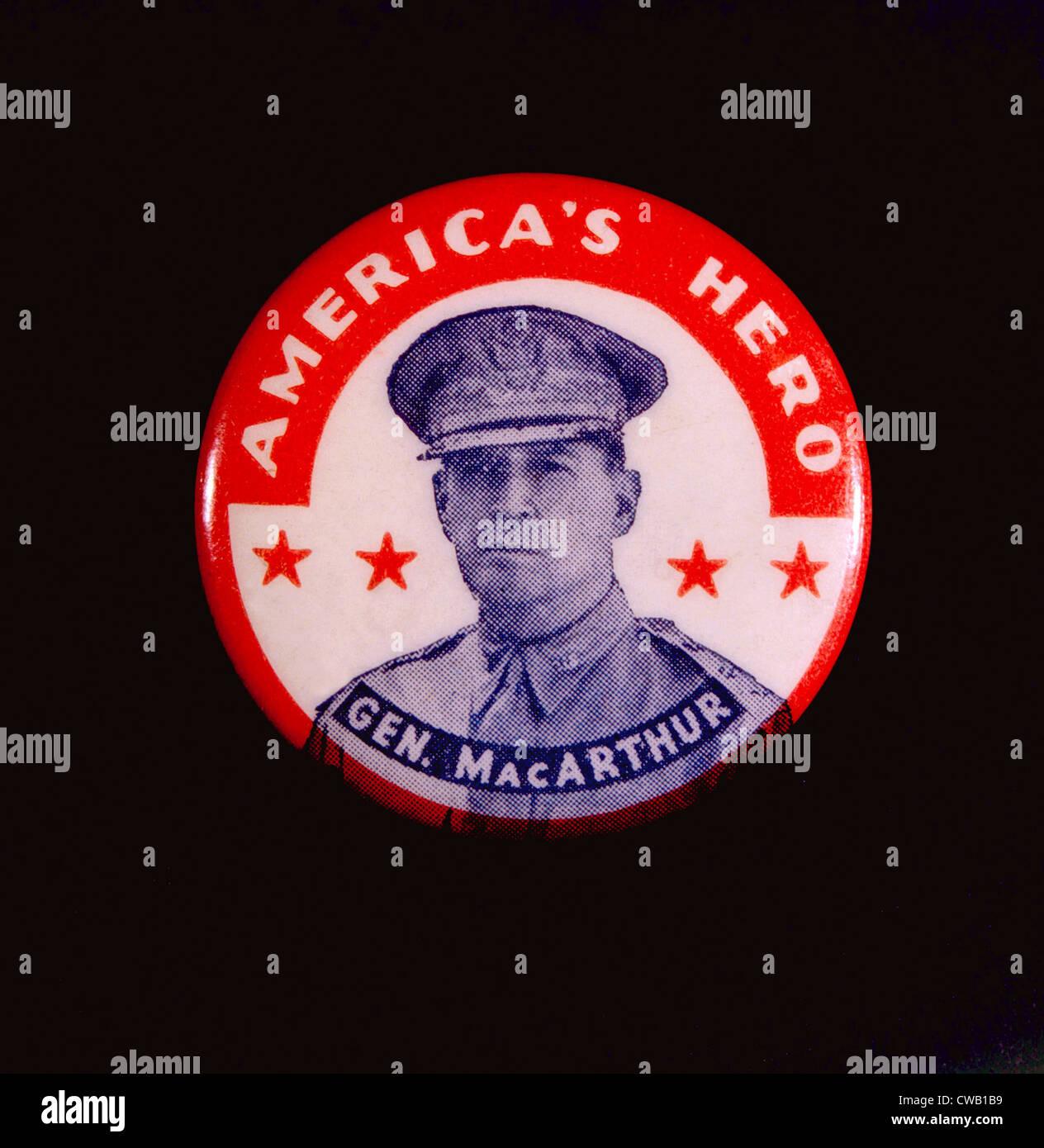 General Douglas MacArthur presidential campaign button, 1952 - Stock Image
