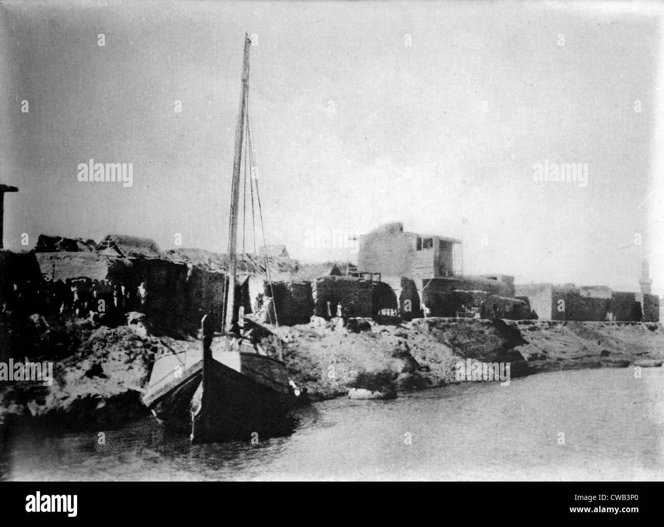 Iraq, A small sail boat anchored on the shore of the Tigris River near Kut-El-Amara, circa 1920s. - Stock Image
