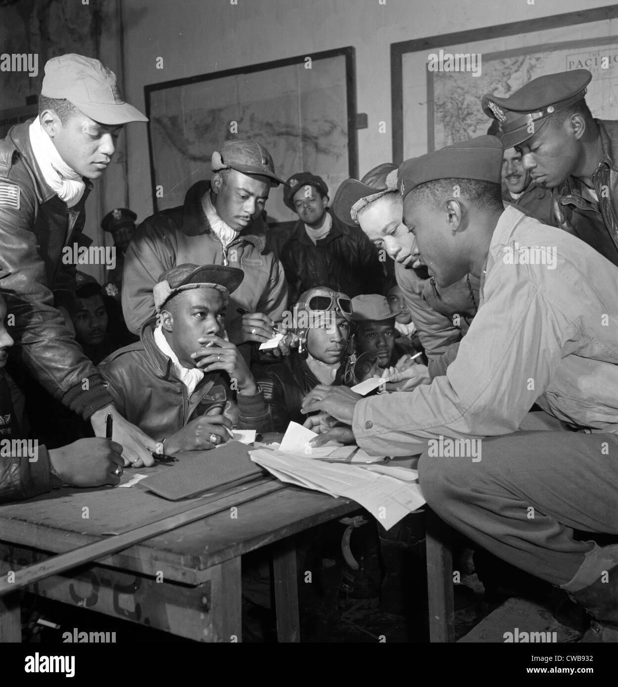 Preflight briefing of several Tuskegee airmen at Ramitelli, Italy, March 1945.  Photograph by Toni Frissell. - Stock Image