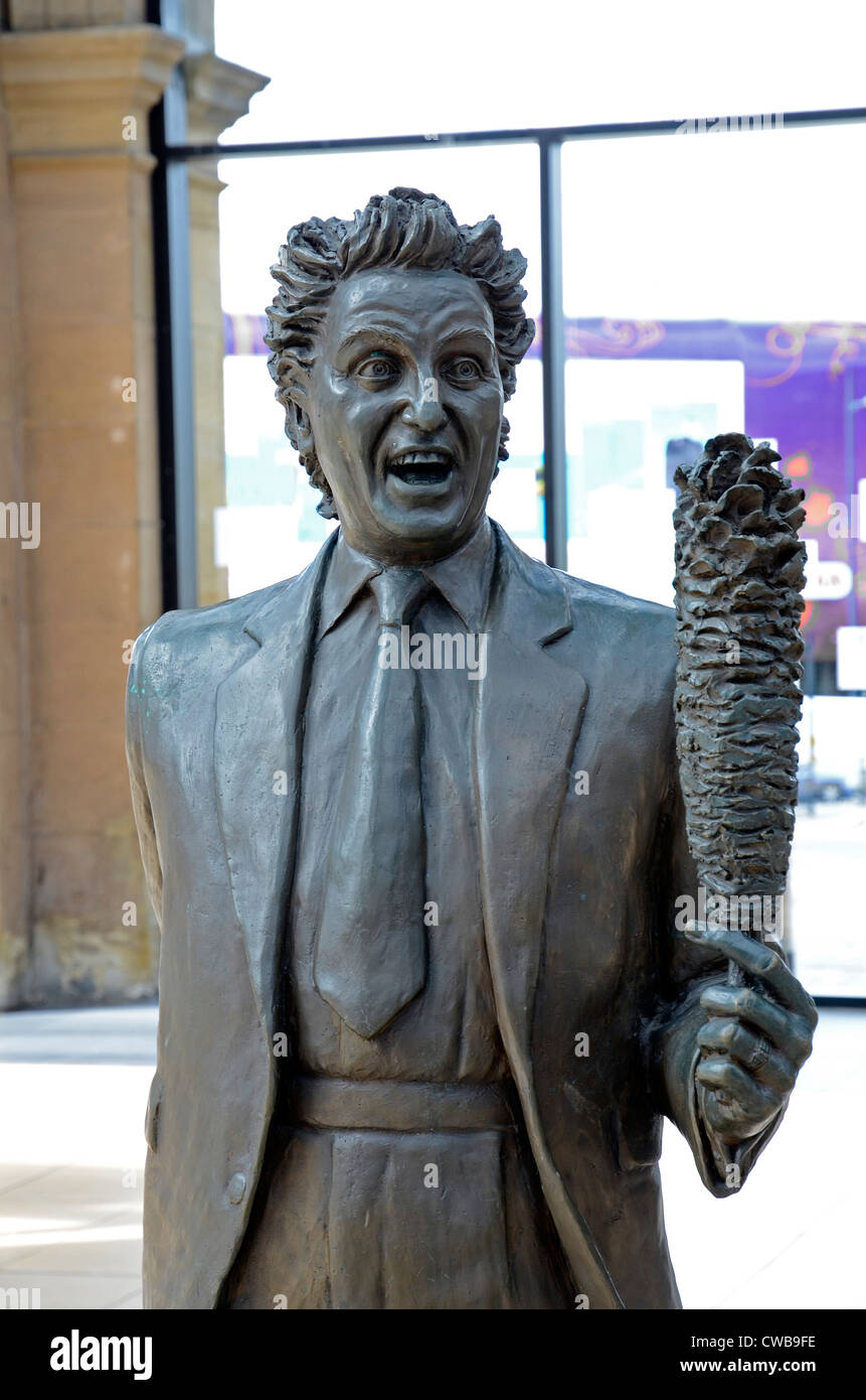The statue of the famous Liverpool comedian Ken Dodd - Stock Image