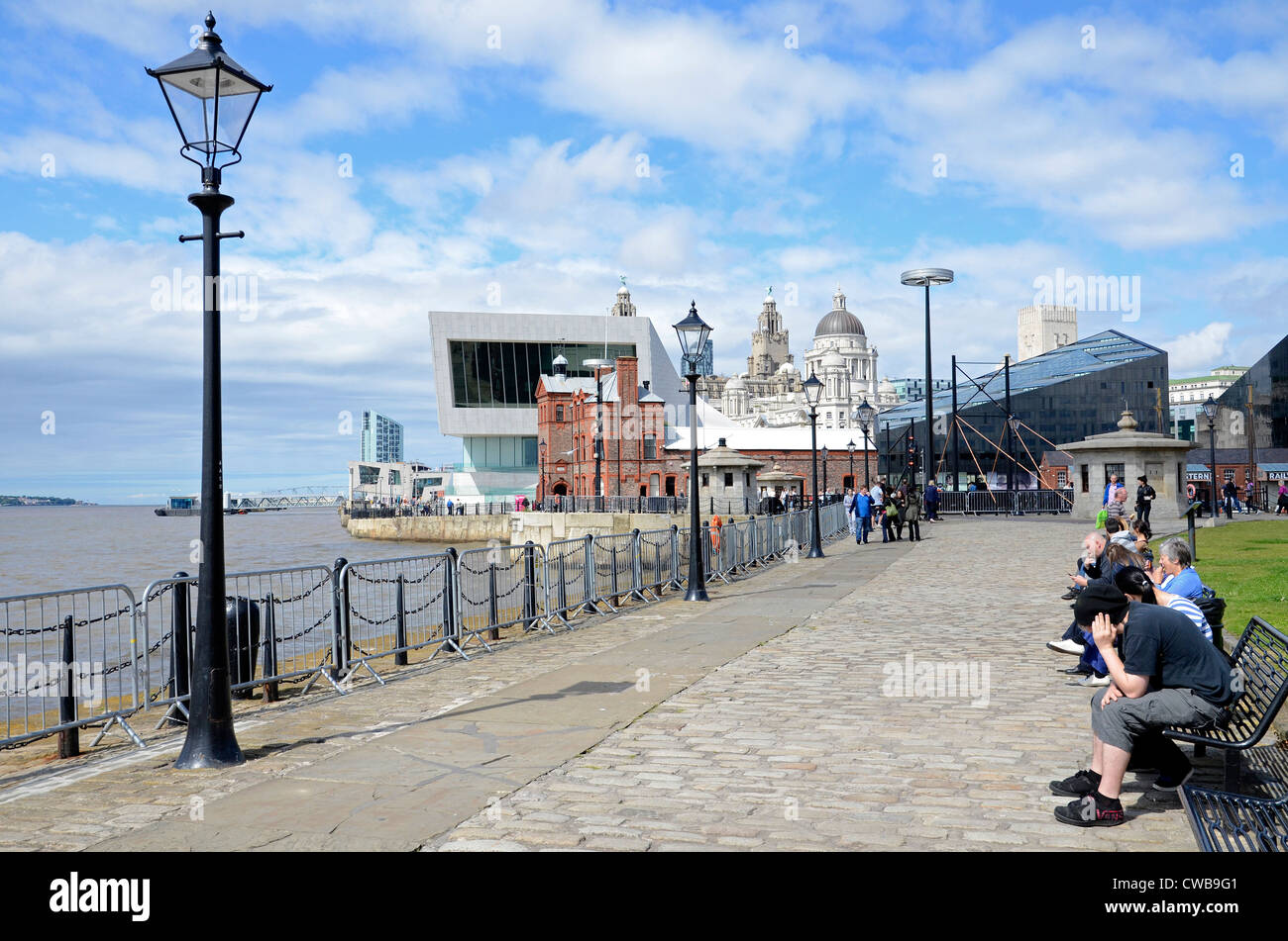 People relaxing on the Waterfront by the river Mersey in Liverpool, England, UK - Stock Image