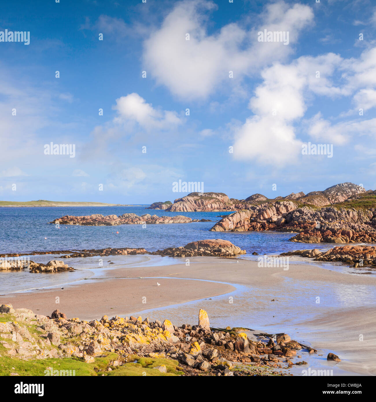 The beach at Fionnphort, Mull, Scotland with Iona in the background. Fionnphort is the ferry terminal for Iona. - Stock Image