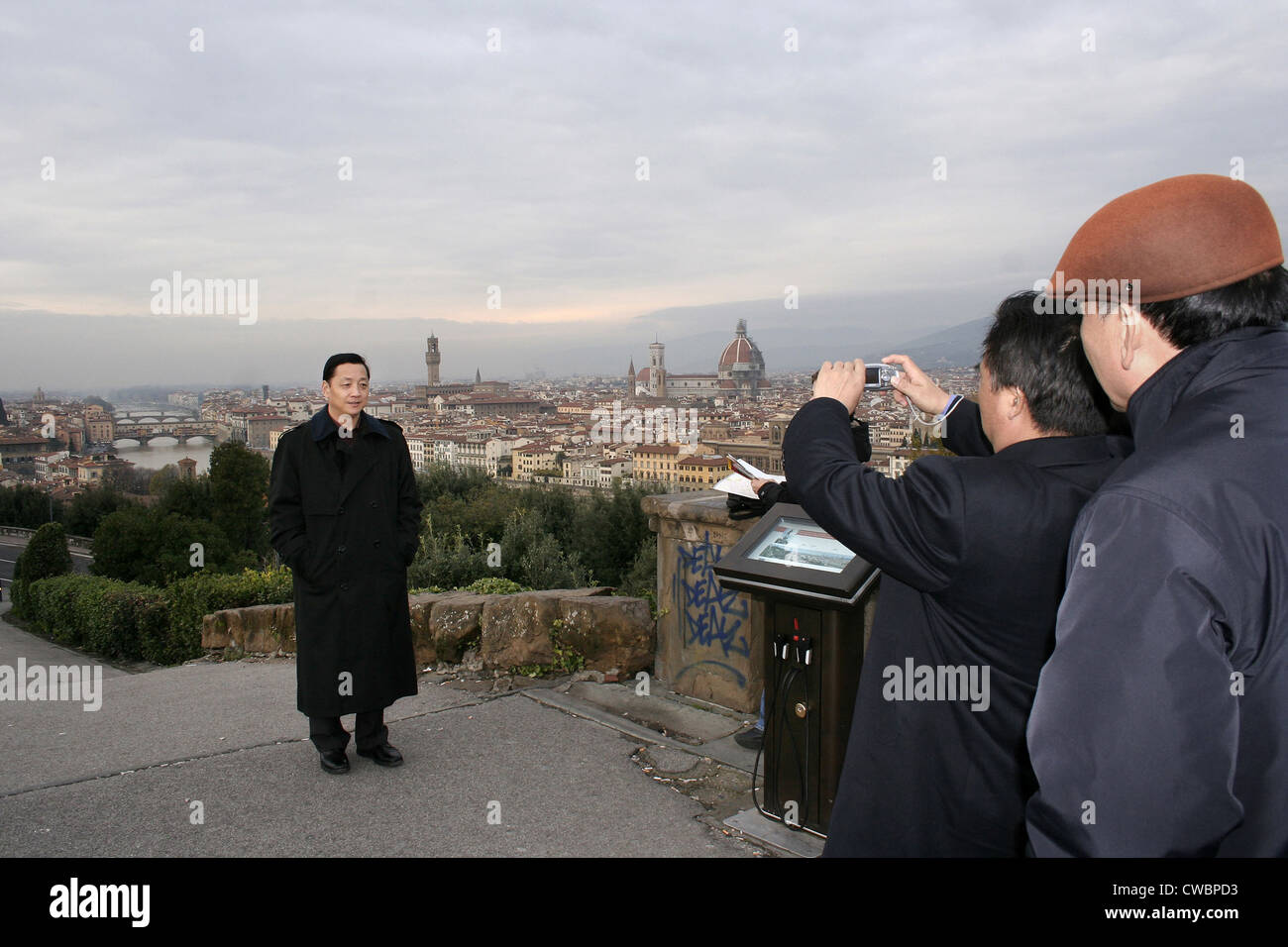 Florence, tourists take pictures at a viewing platform - Stock Image