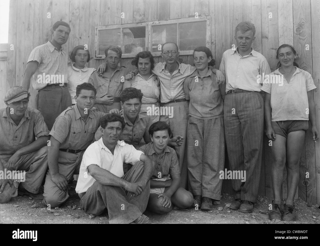 Group of Jewish immigrants harvesting hay on the Ein Gev Kibbutz on the east side of the Sea of Galilee. The Kibbutz - Stock Image
