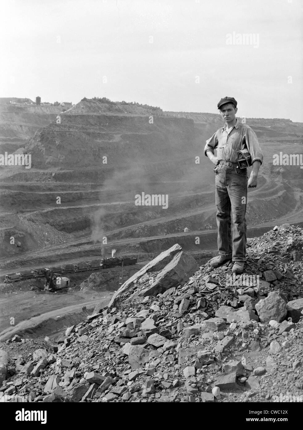 Miner John Palumbo, Jr. (1921-2008), poses on the edge of the Hull-Rust-Mahoning iron pit mine in Minnesota's - Stock Image