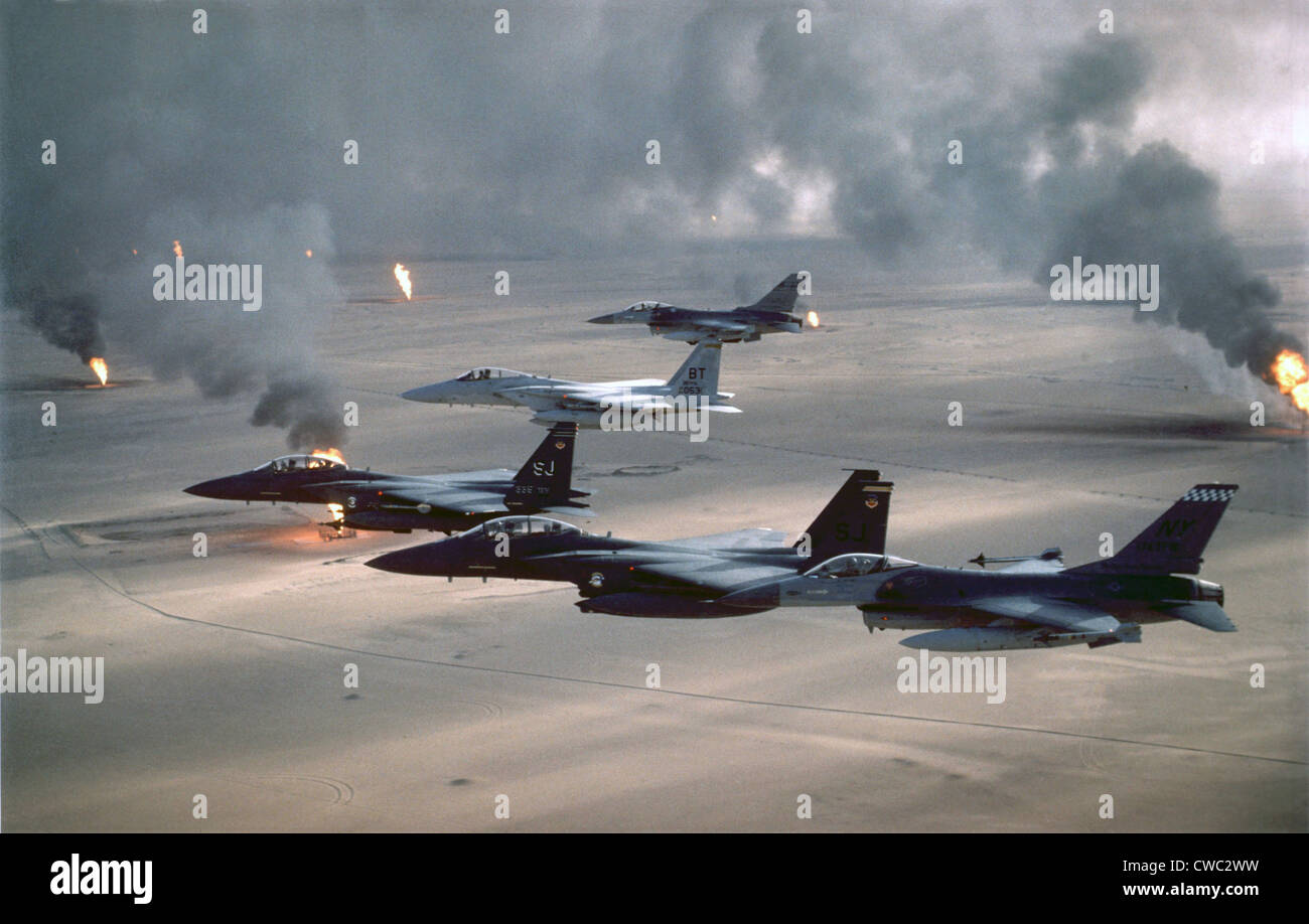 U.S. Air Force fighters patrol the no-fly zone over Iraq. After the First Gulf War in 1991 U.S. and Allied forces - Stock Image