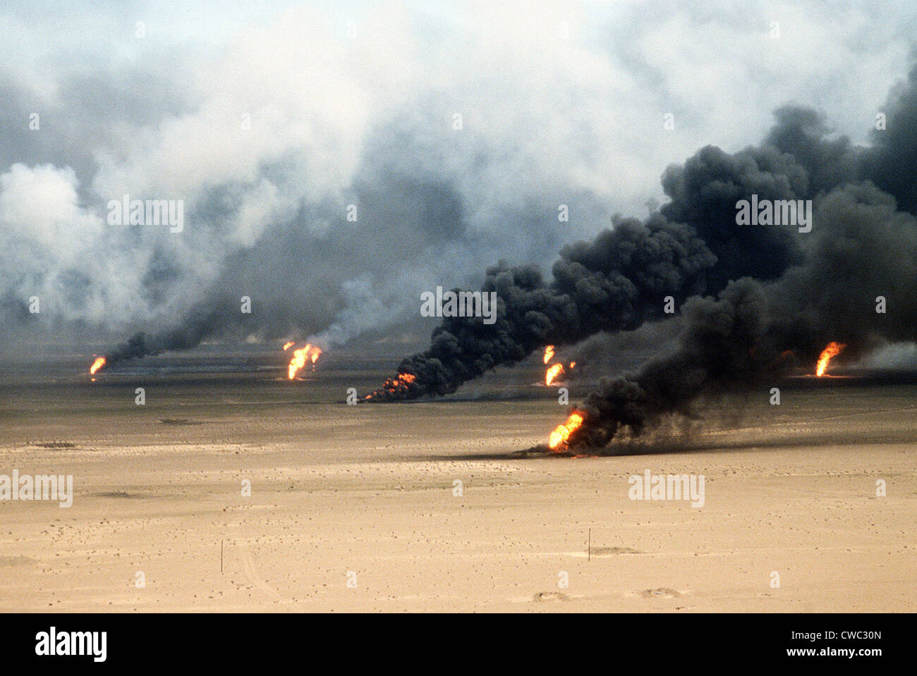 Oil well fires rage outside Kuwait City in the aftermath of the First Gulf War. Retreating Iraqi troops set fire - Stock Image