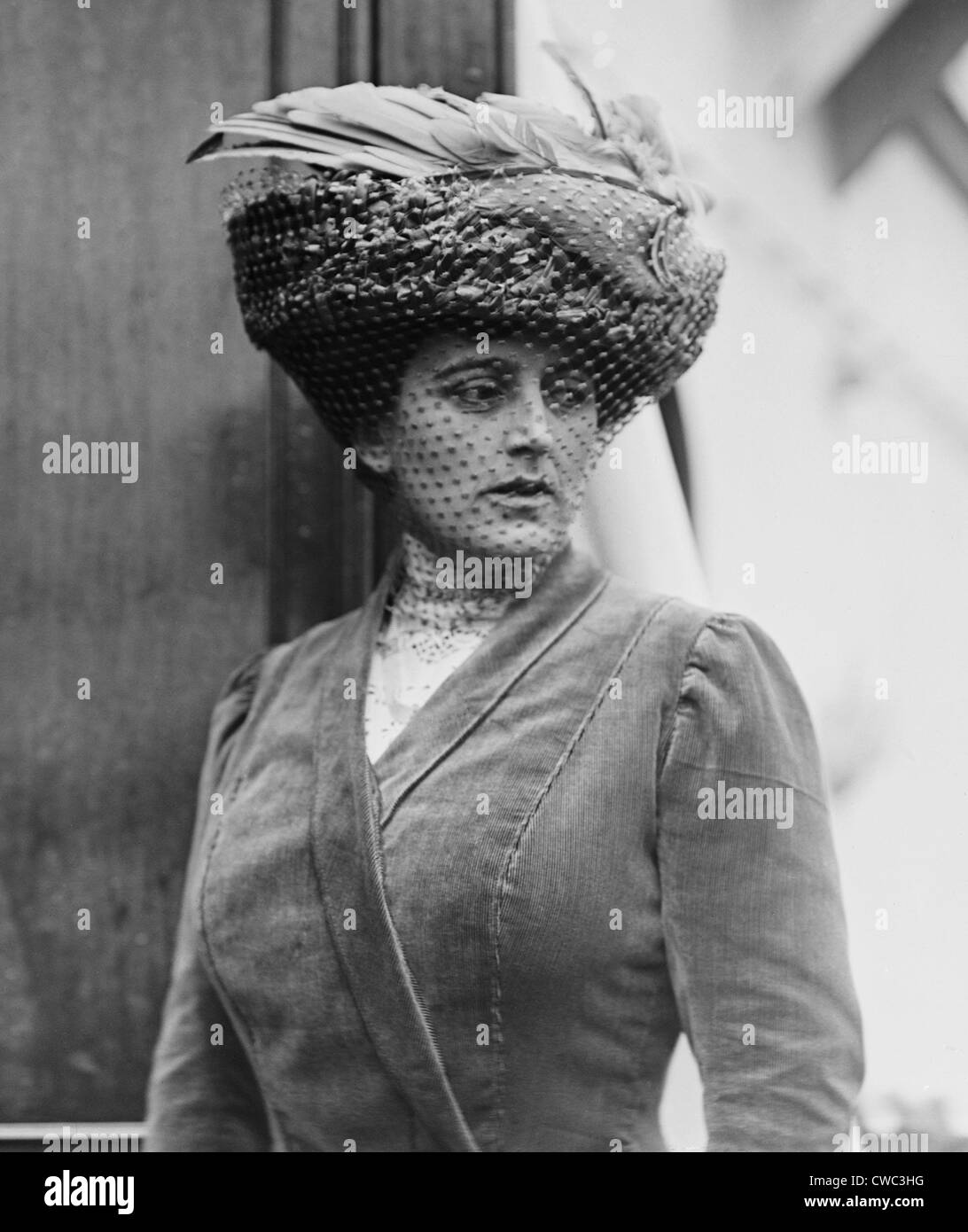 Maxine Elliott 1868-1940 was one of many actresses romantically linked with J.P. Morgan. 1910. (BSLOC_2010_18_16) - Stock Image