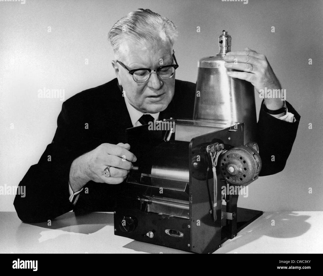 Chester Carlson 1906-1968 with the first model of his invention of 1938 that evolved over 20 years into the Xerox - Stock Image