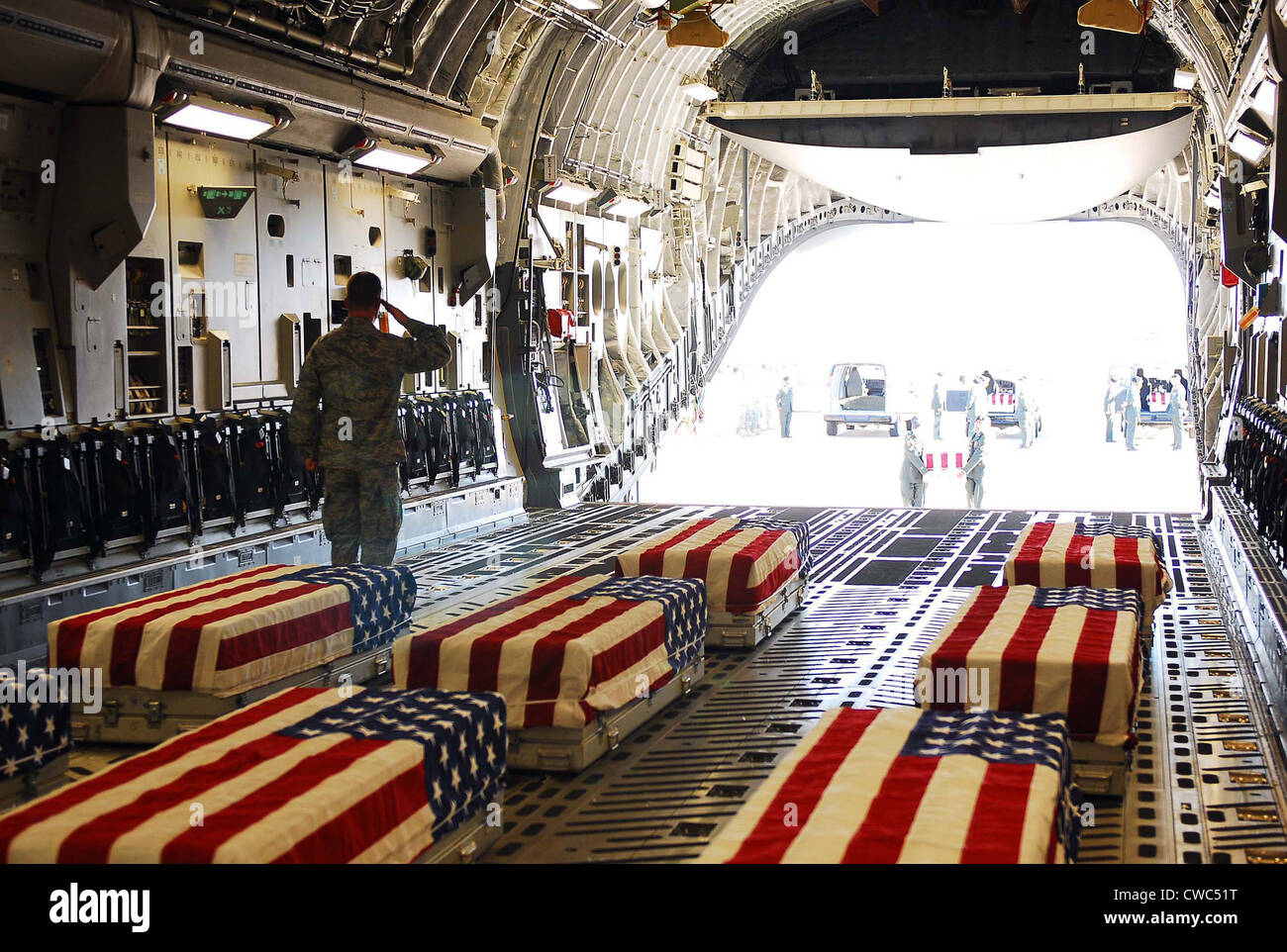 Flag draped coffins of five US soldiers killed at Fort Hood. 13 were killed and 38 injured on Nov. 5 2009 by US - Stock Image