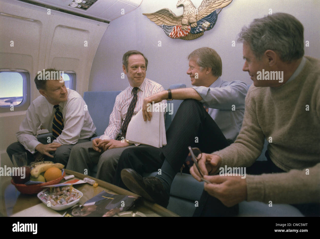 Zbigniew Brzezinski Michael Blumenthal Jimmy Carter and Cyrus Vance aboard Air Force One during a trip to London - Stock Image