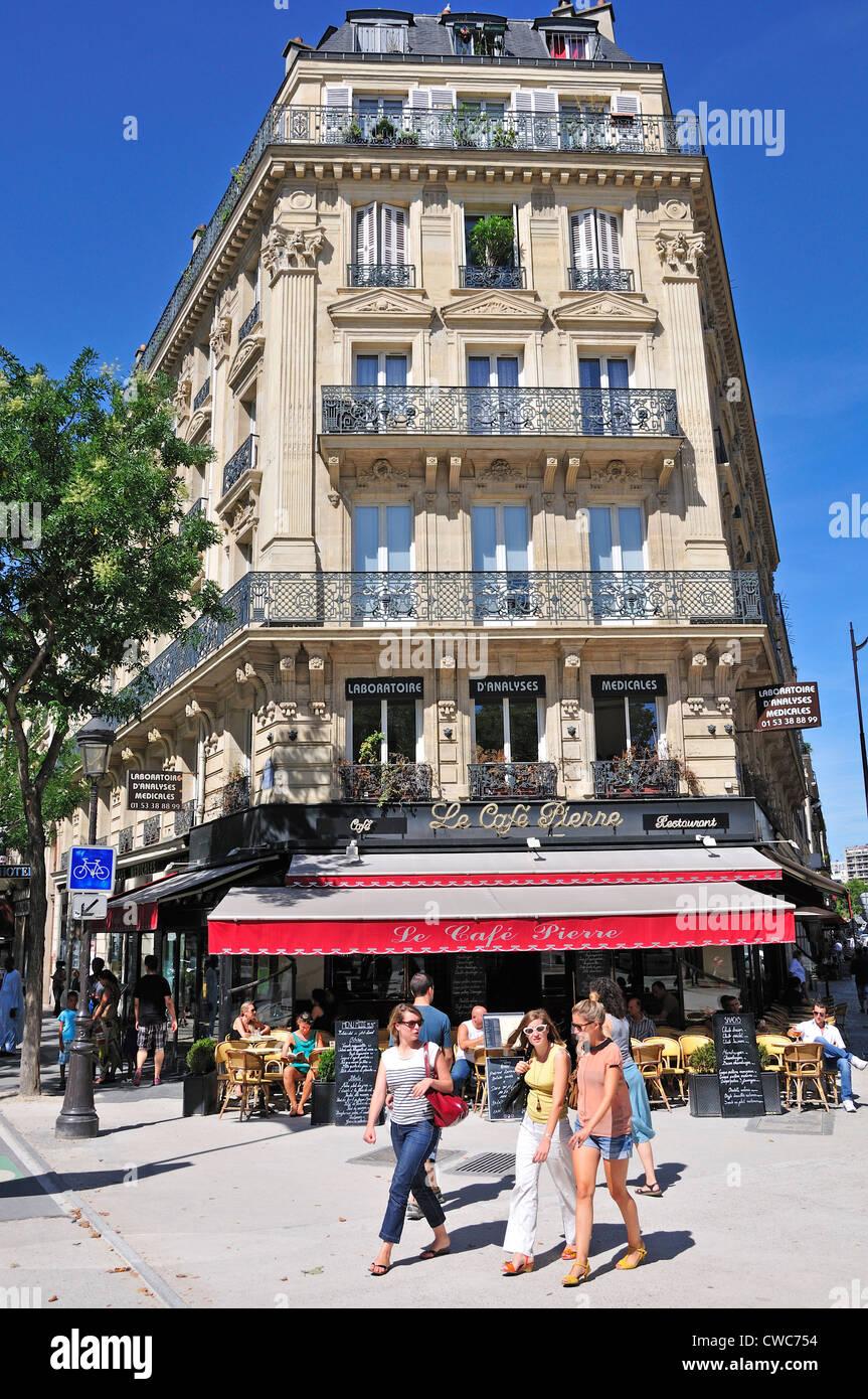 Paris, France. Le Café Pierre on Boulevarde de Magenta - Stock Image