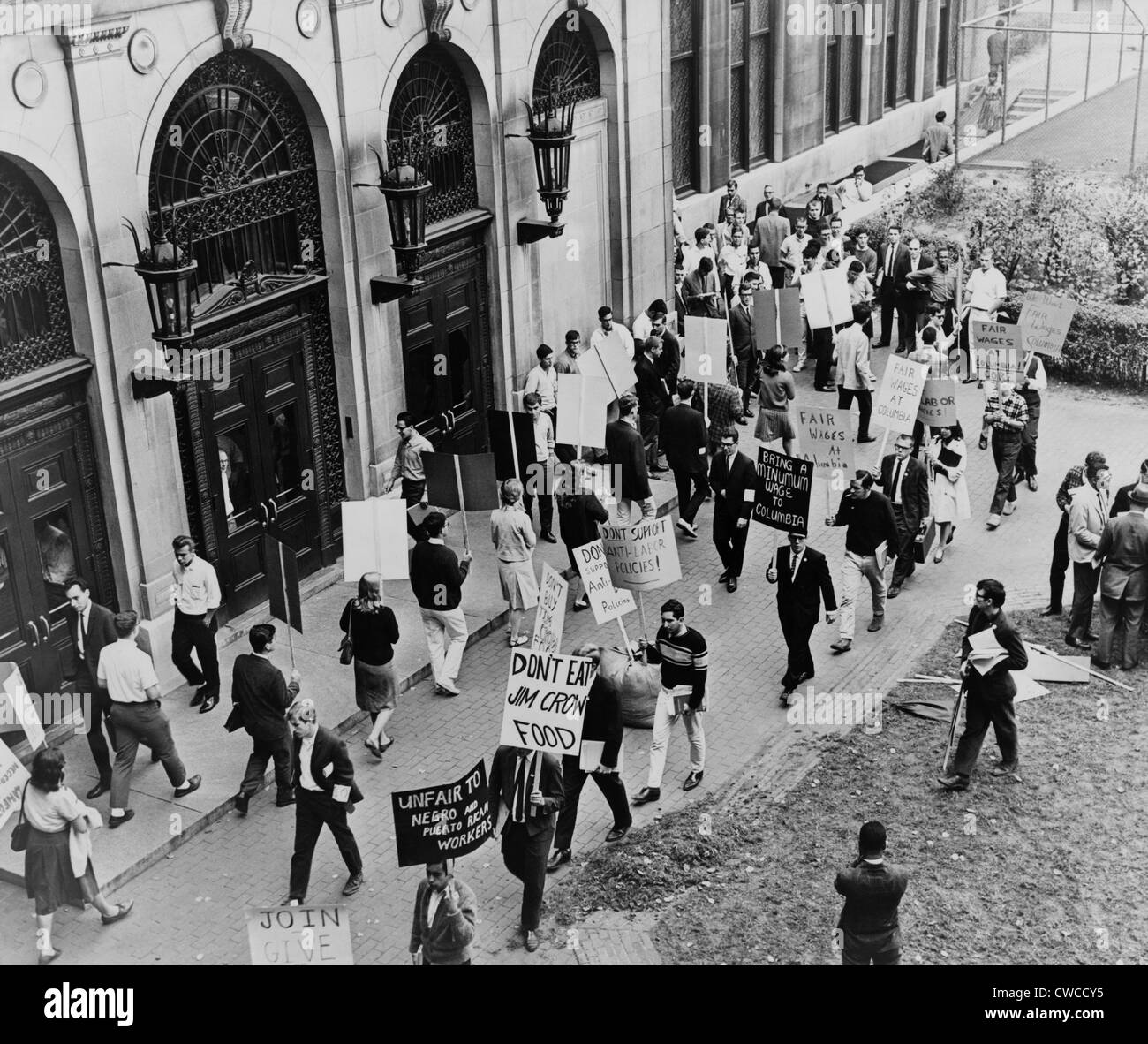 CORE pickets at Columbia University. Demonstrators demanded union representation for University workers in 1964. - Stock Image
