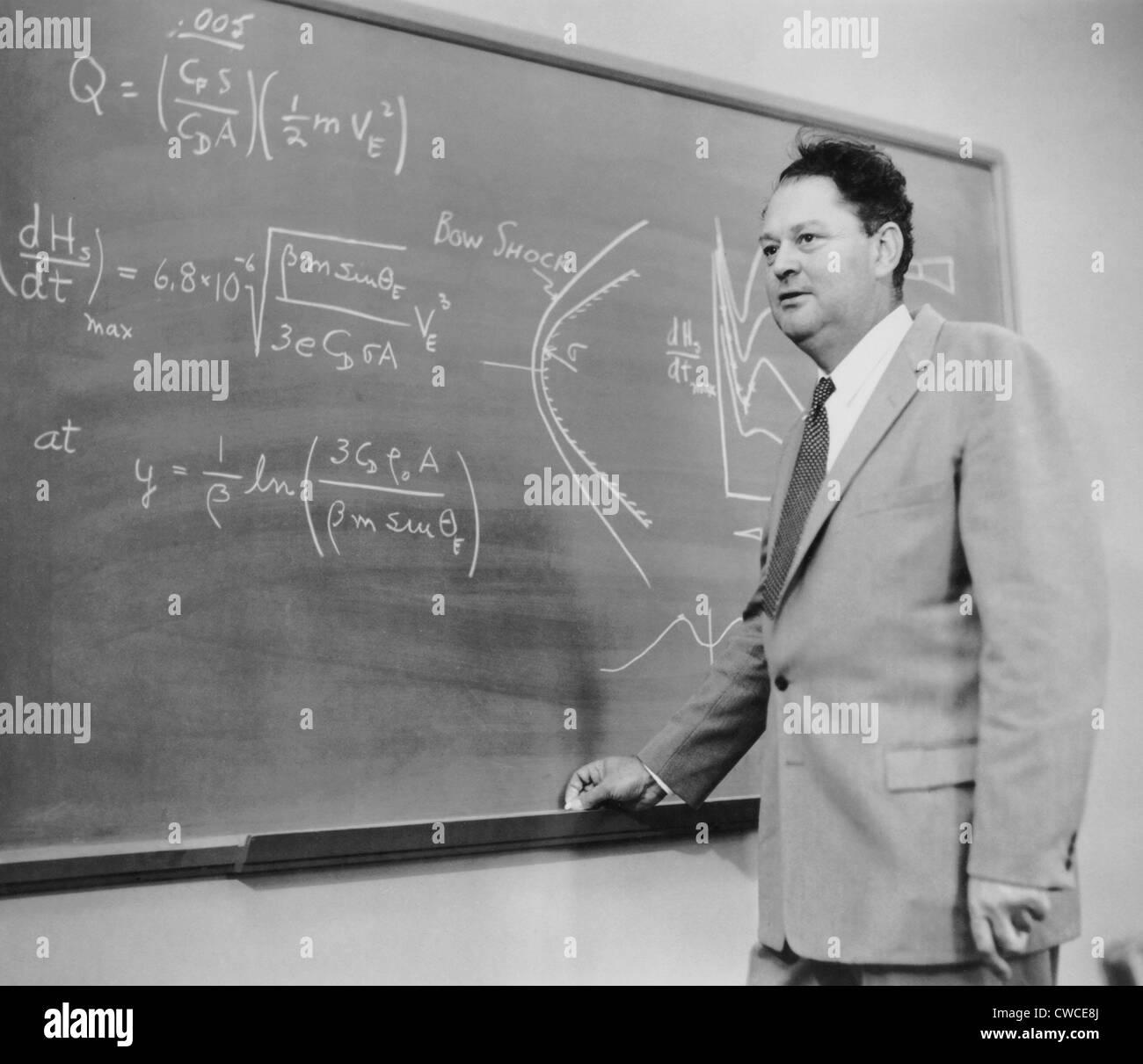 Harry Julian Allen (1910-1977), aeronautical engineer. On the blackboard is an illustration of his Blunt Body Theory - Stock Image