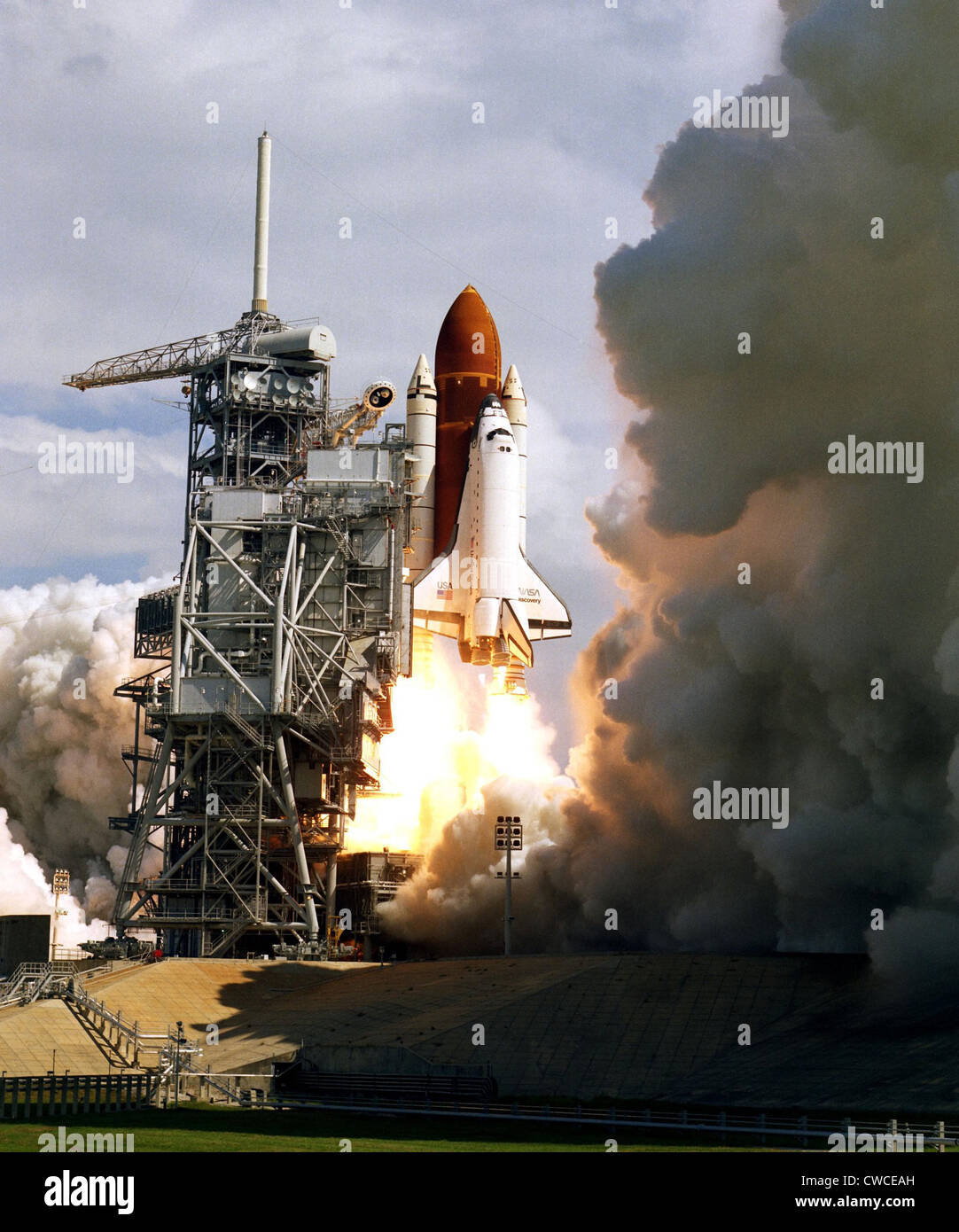 space shuttle discovery liftoff - photo #44