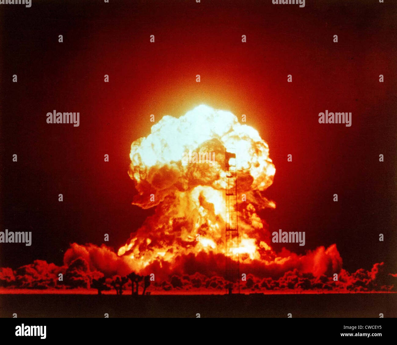 The BADGER shot was a 23 kiloton nuclear bomb. Over 2,000 US soldiers were within 3.7 kilometers of the explosion - Stock Image