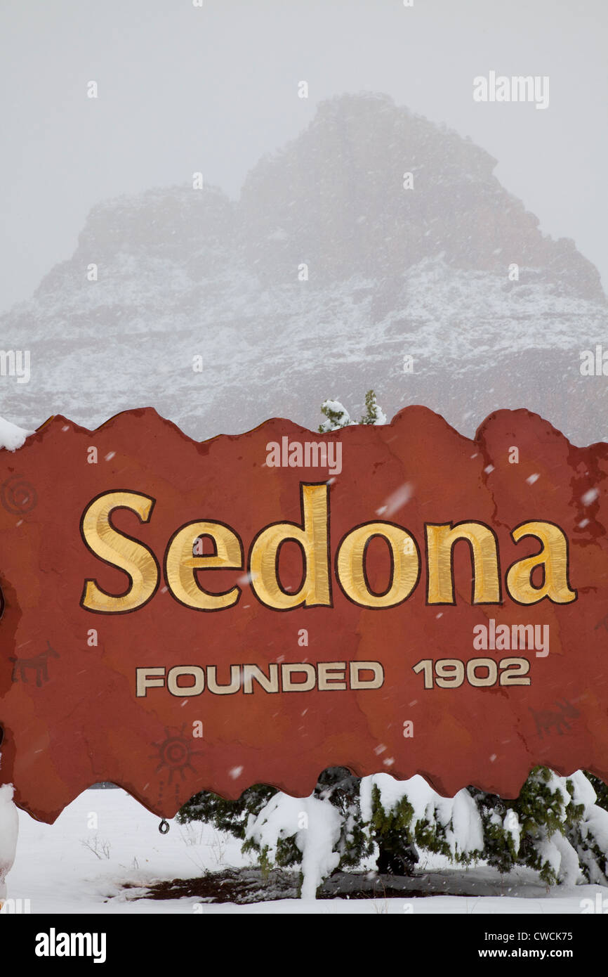 Winter snow on the welcome sign, Sedona, Arizona. - Stock Image