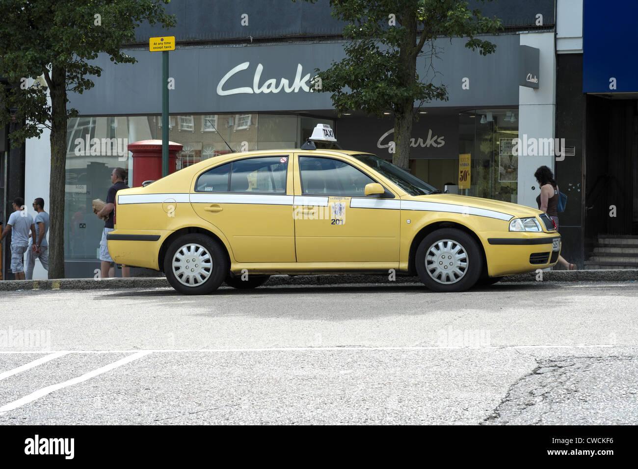 Yellow Skoda Taxi Cab In Bournemouth Stock Photo 50065882 Alamy