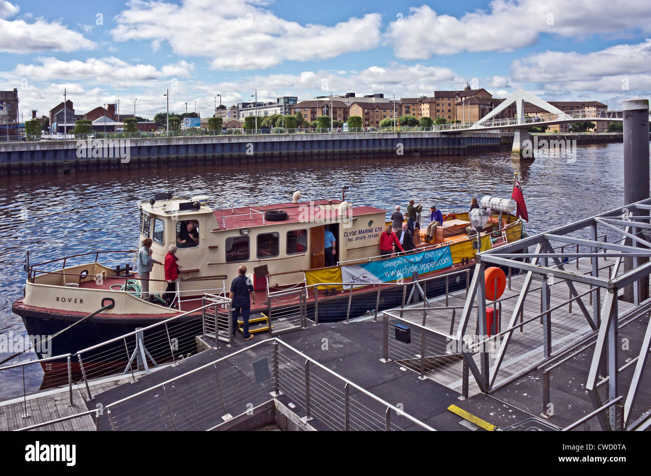 Clyde Marine Ltd. vessel Rover discharging passengers at the Broomielaw pontoon on the River Clyde in central Glasgow - Stock Image