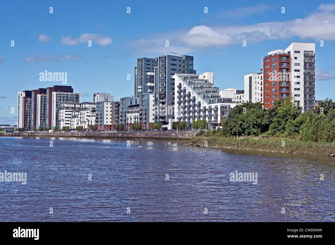 Glasgow Harbour Terraces housing on the River Clyde at Partick in Glasgow Scotland - Stock Image