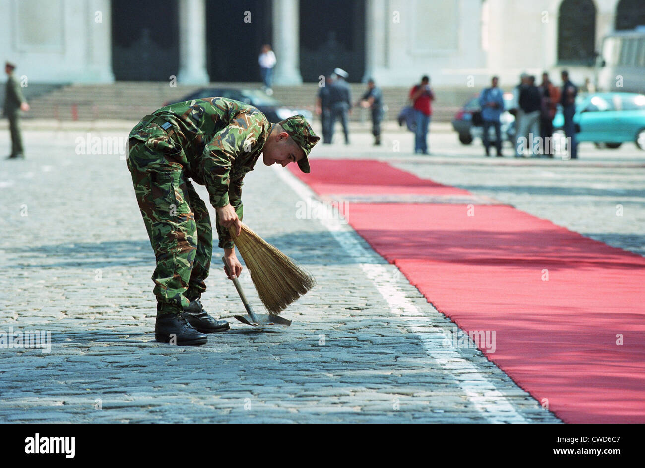 Bulgarian soldier prepares before receiving a delegation, Sofia - Stock Image