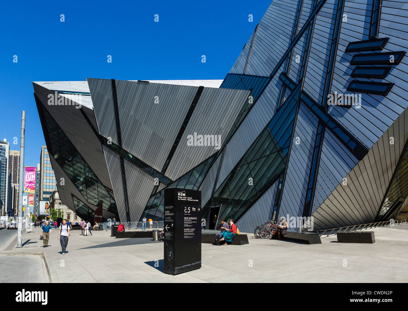 The Michael Le Chin Crystal entrance to Royal Ontario Museum, designed by Daniel Libeskind, Bloor St, Toronto, Ontario, - Stock Image