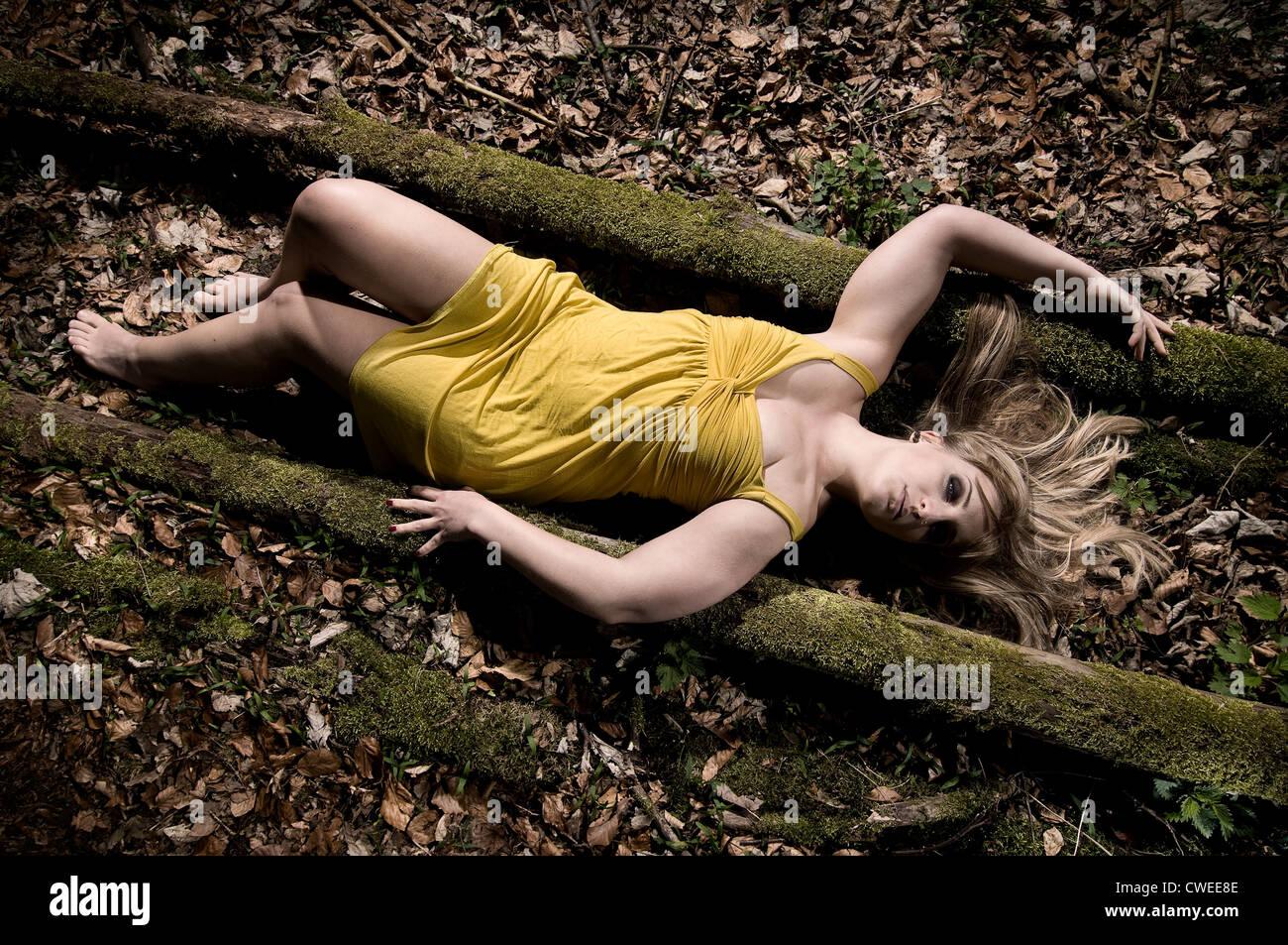 women nude dead body photo
