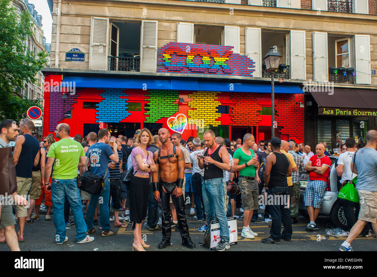 from Bobby gay bars in paris france