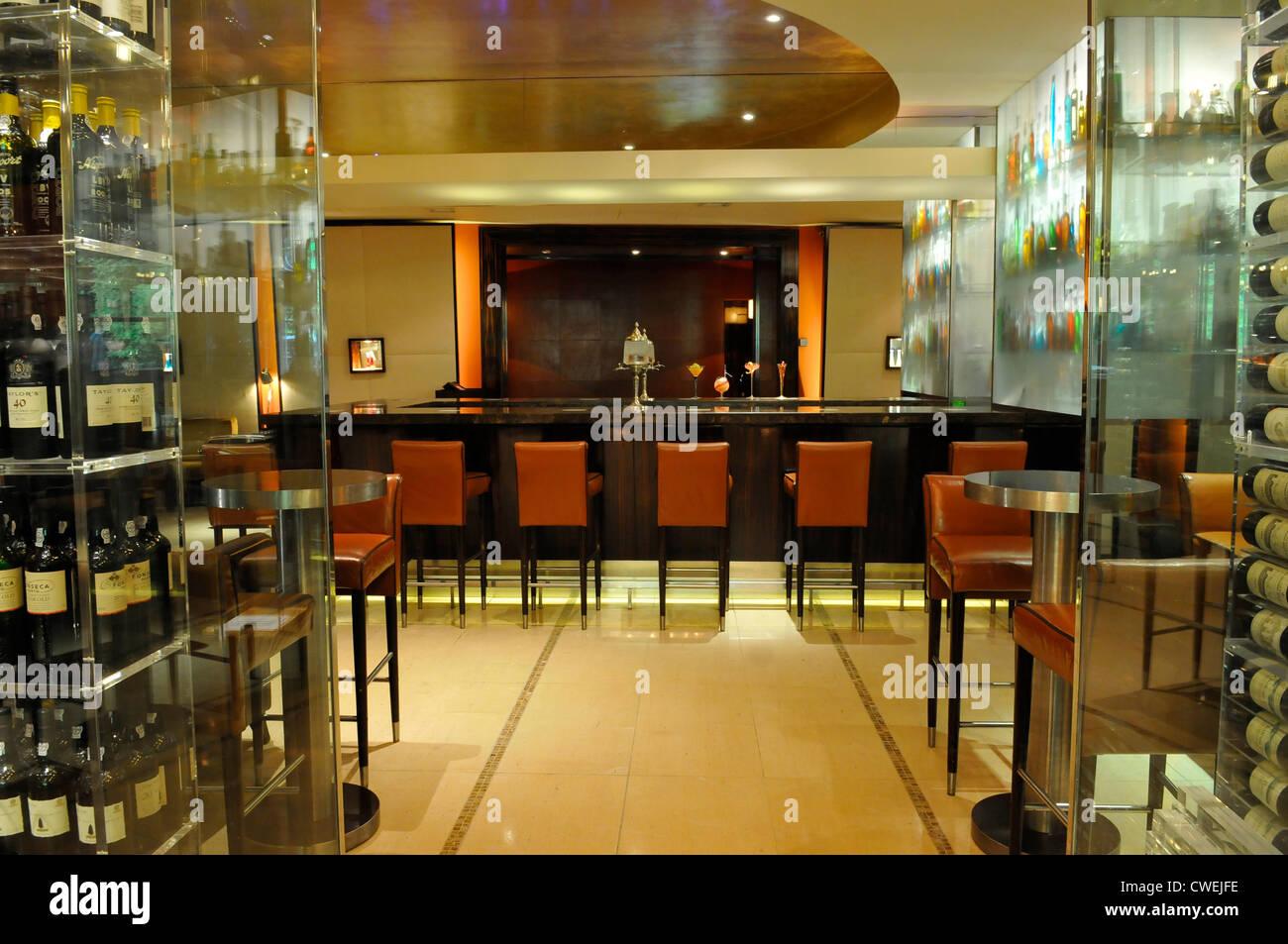 Bar at The Mandarin Oriental Hotel, Knighsbridge, London - Stock Image