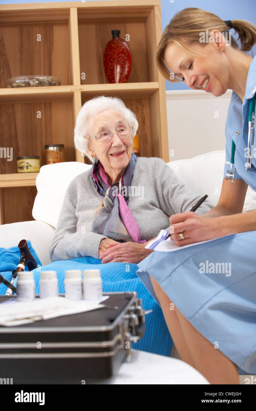 UK nurse visiting senior woman at home - Stock Image