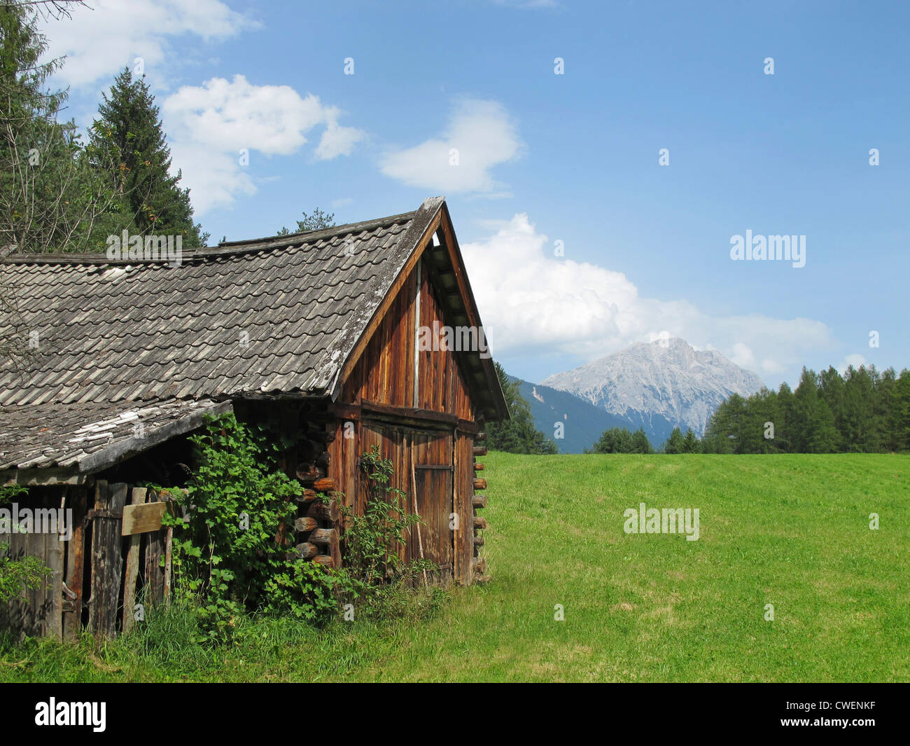 An old mountain hut in the tyrolean alps near Innsbruck. Photographed in Obsteig at the Mieminger Sun Plateau. - Stock Image