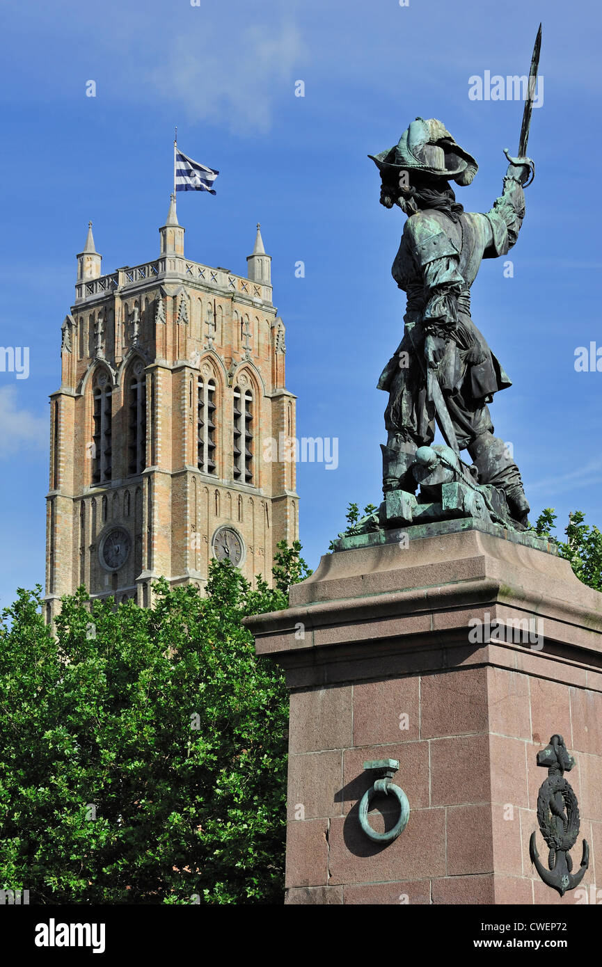 Statue of Jean Bart, naval commander and privateer and the belfry at Dunkirk / Dunkerque, Nord-Pas-de-Calais, France - Stock Image