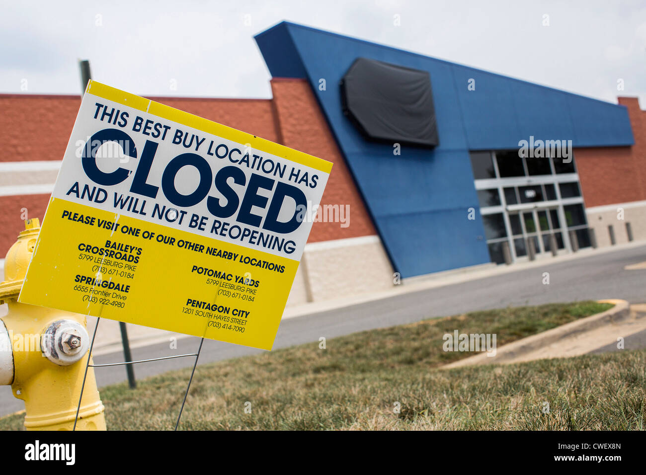 0580ca2cf5 A closed Best Buy electronics retail store Stock Photo  50115093 - Alamy