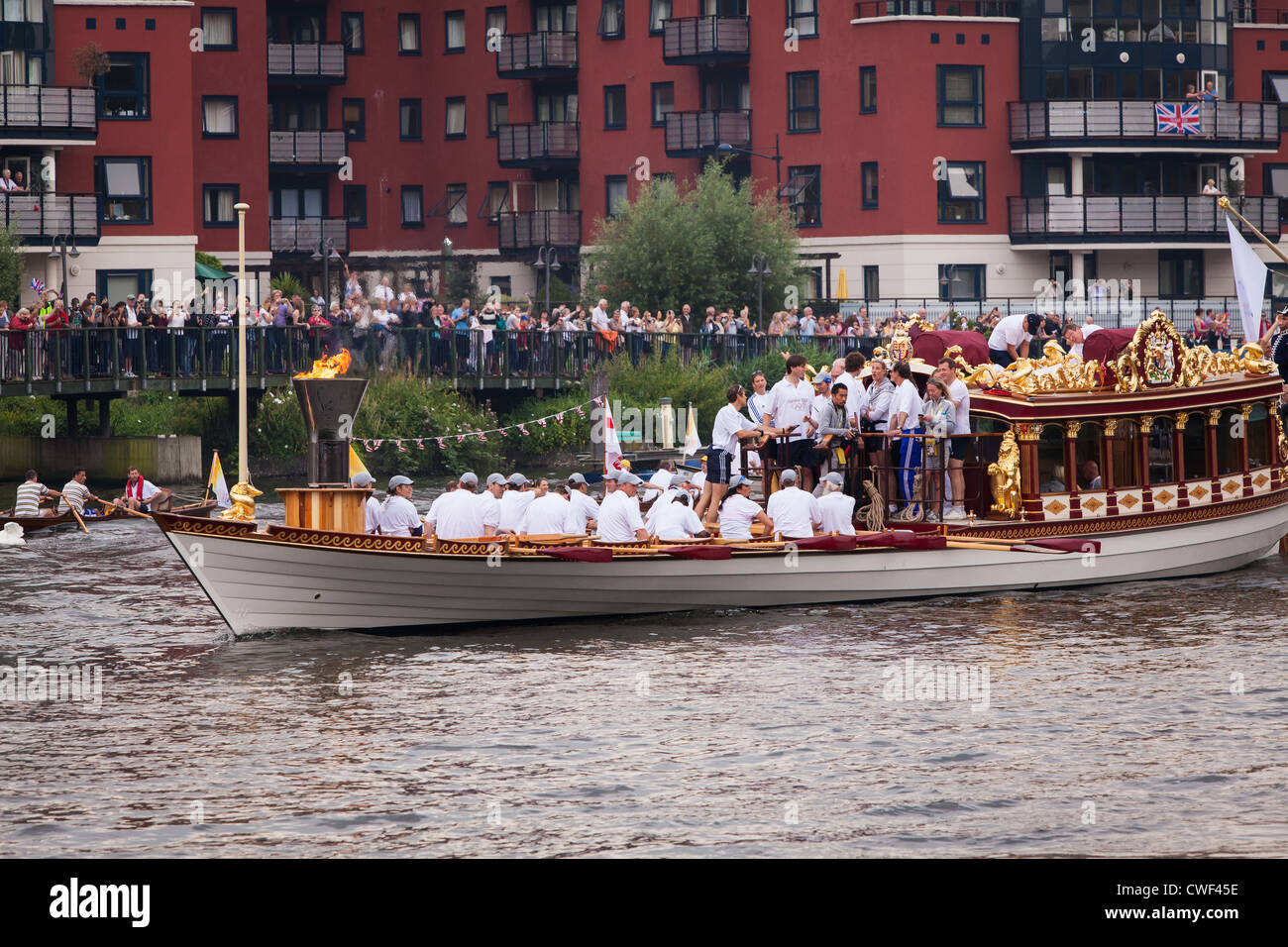 Olympic Cauldron carried by Gloriana followed by flotilla - Stock Image