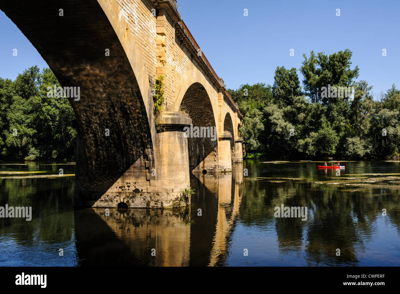 Family doing a canoe trip on the Dordogne river, Grolejac, Dordogne, Aquitaine, France - Stock Image