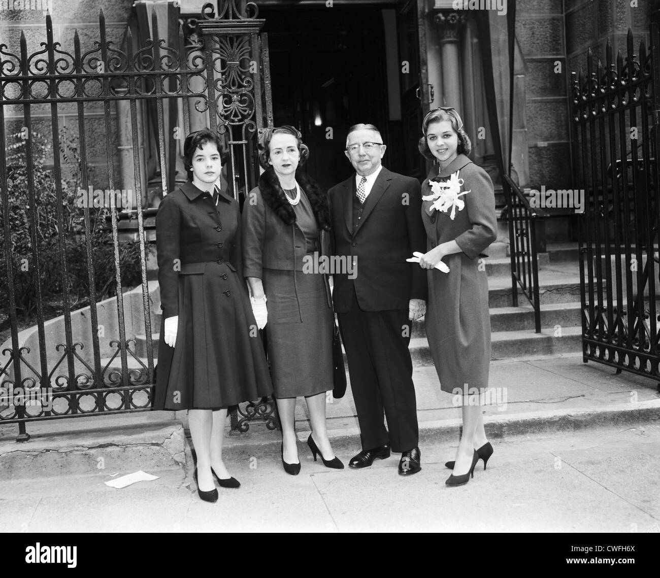 Mr & Mrs Lester Stockard with daughters Susan (actress Stockard Channing) and Lesly at Leslys' wedding , - Stock Image