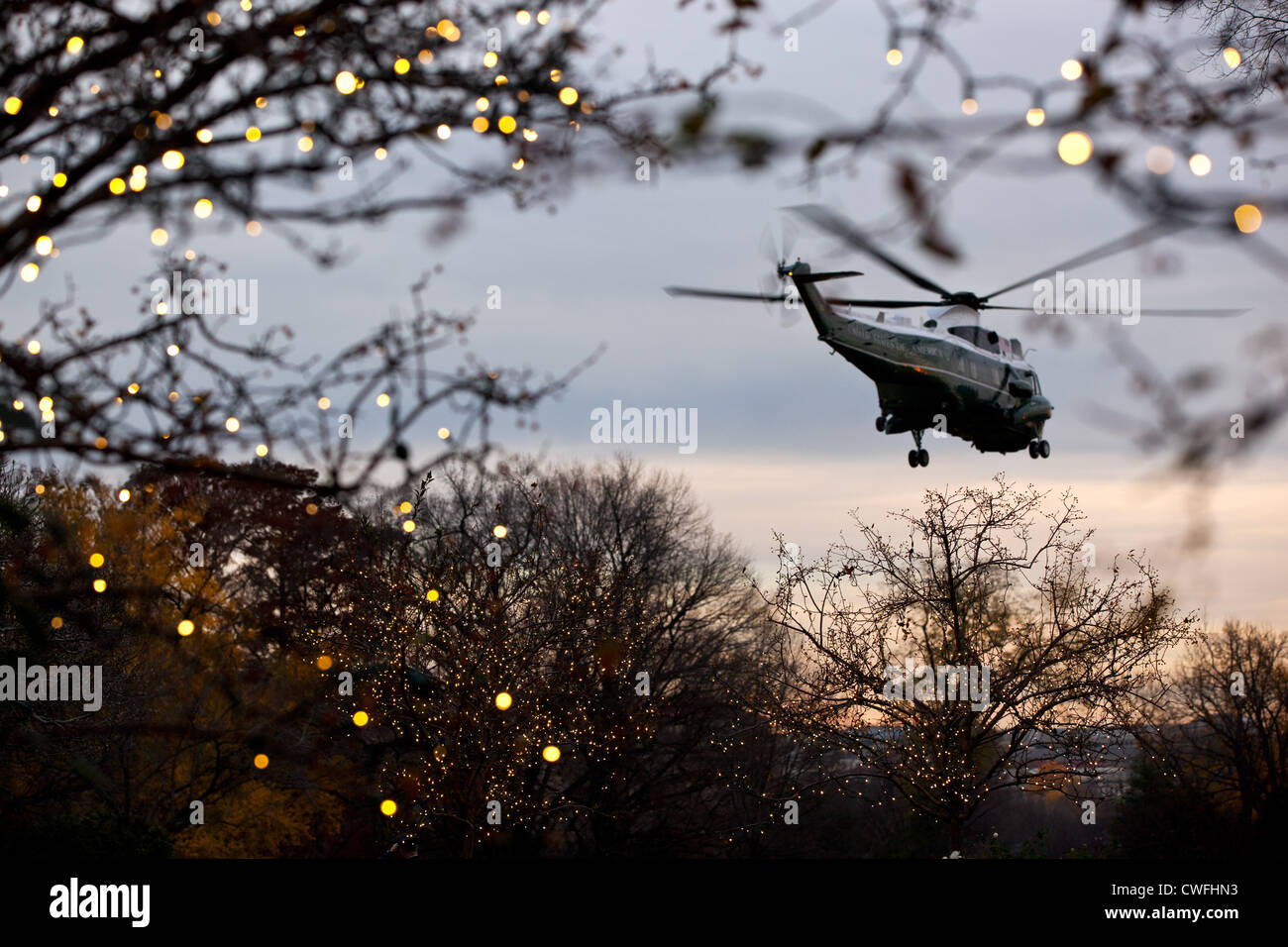 Marine One departs the South Lawn of the White House, Nov. 26, 2011. (Official White House Photo by Pete Souza) - Stock Image
