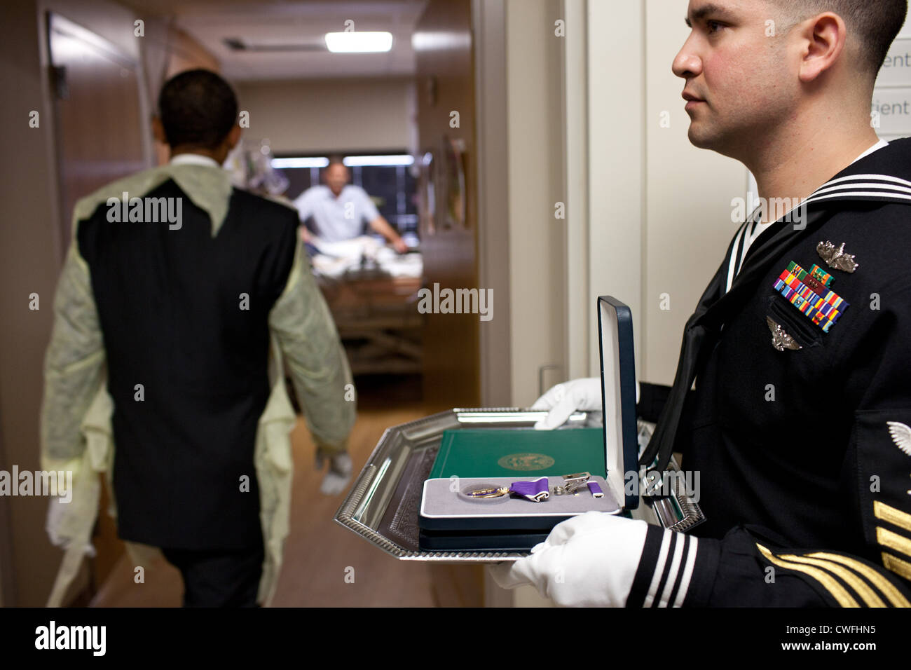 President Barack Obama visits a wounded warrior for a Purple Heart presentation at Walter Reed National Military - Stock Image