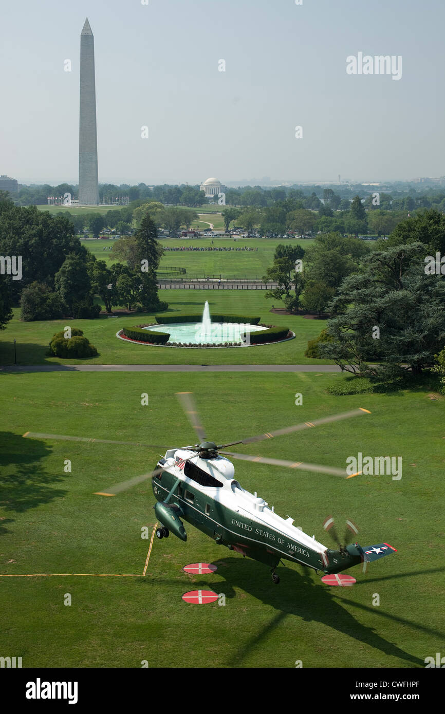 Marine One lifts off from the South Lawn of White House, July 16, 2010. (Official White House Photo by Chuck Kennedy) - Stock Image