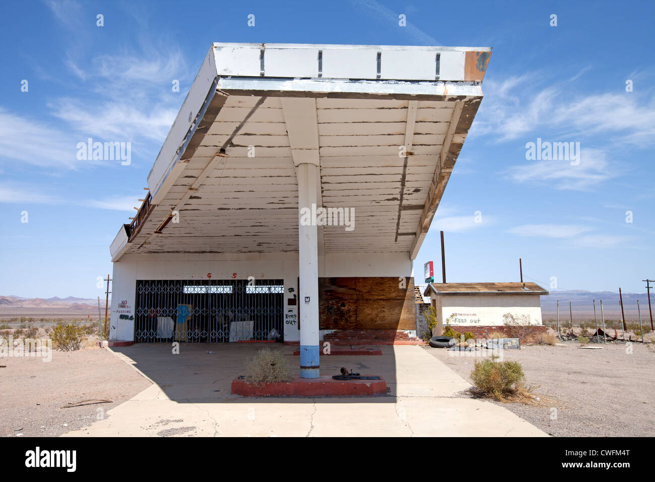 Abandoned Gas Station Along Route 66 In Ludlow California Stock Photo Alamy