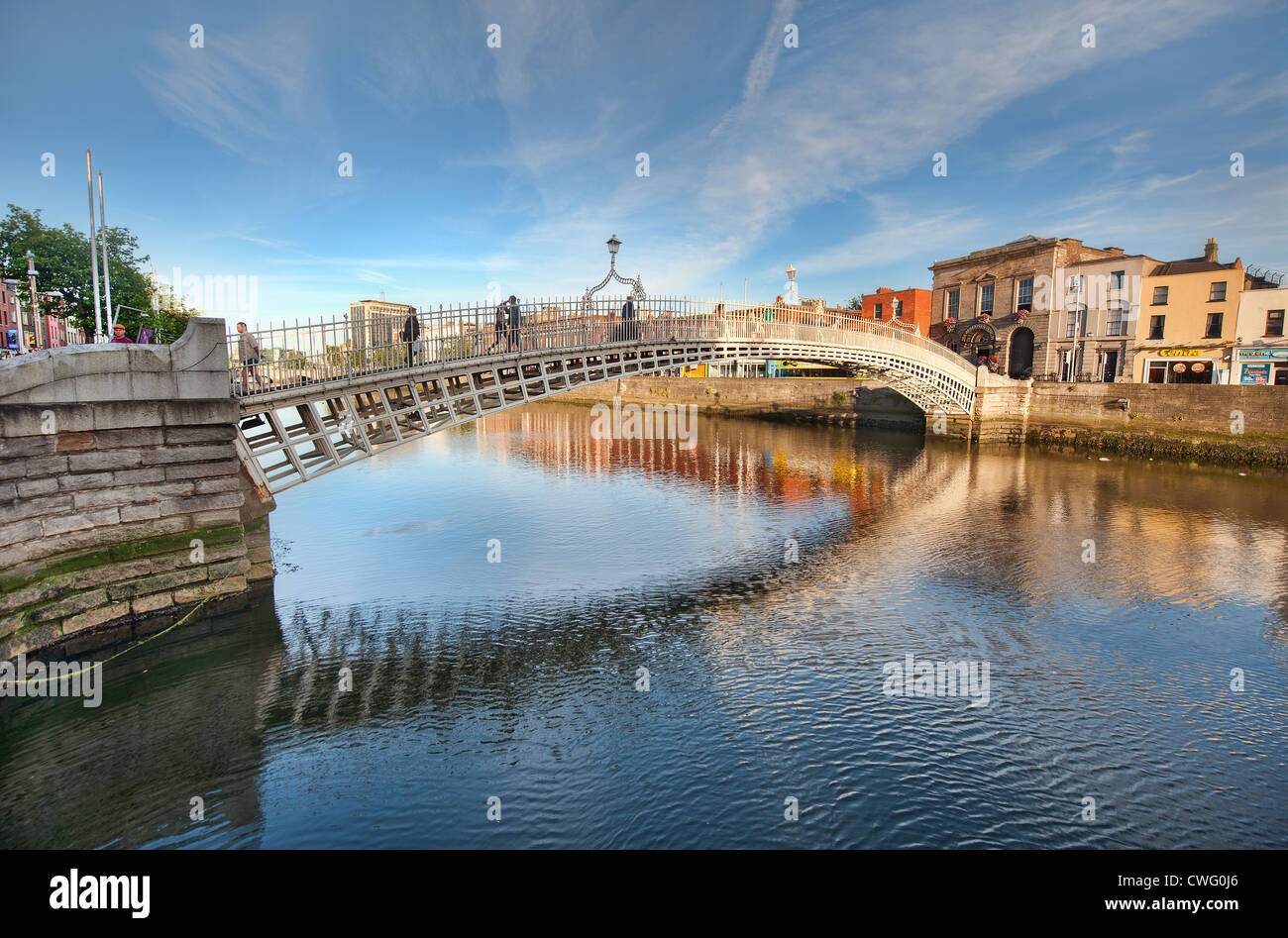 The Halfpenny Bridge over the River Liffey in Dublin, Ireland in Summer - Stock Image