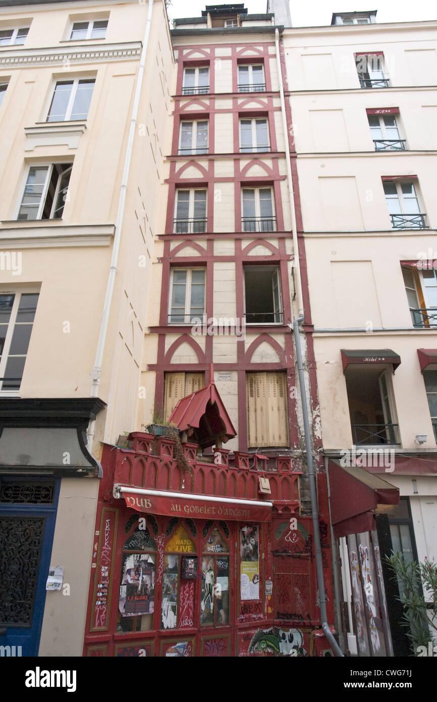 Very narrow old building in Paris - Stock Image