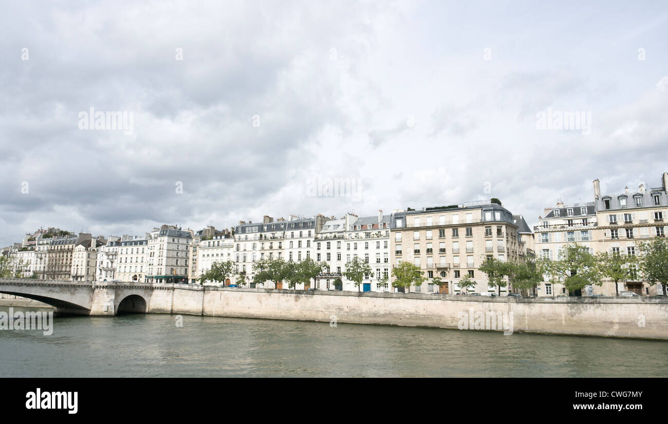 Quai de Béthune, on the Ile Saint Louis, seen from the Pont de Sully bridge, Paris. Stock Photo